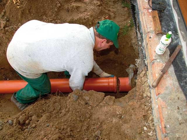 Укладка канализации в грунт